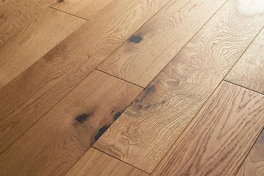 Oljen parket daje mat izgled leseni talni oblogi